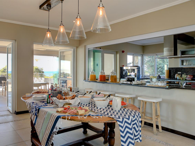 Pembury Tours - Abalone Guest Lodge - Hermanus - Garden Route - Accommodation - Kitchen & Breakfast Table