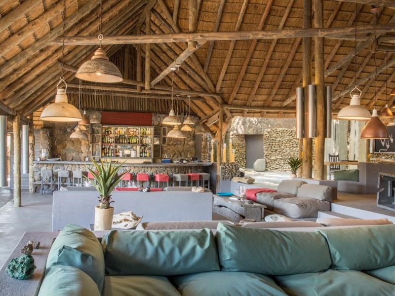 Pembury Tours - Simbavati River Lodge - Timbavati Game Reserve - Kruger National Park - Main Lodge - Accommodation - Lounge & Bar