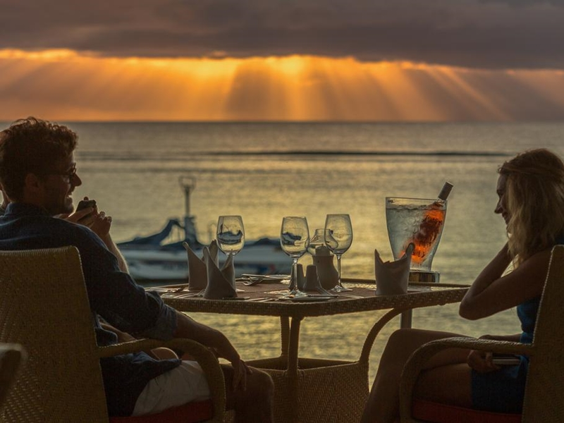 Pembury Tours - Victoria Beachcomber Resort and Spa - Mauritius - Sunset Drinks