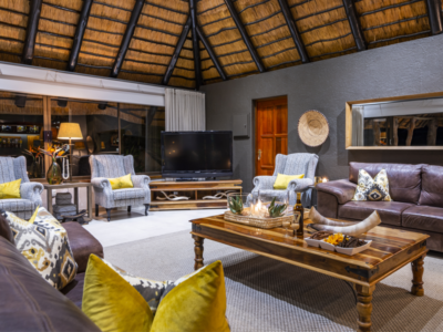 Pembury Tours - Inyati Game Lodge - Sabi Sands Private Game Reserve - Kruger National Park - Accommodation - Lounge Area