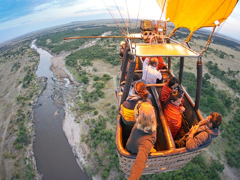 Pembury Tours - Hot Air Balloon Safari - Serengeti Tanzania & Masai Mara Kenya - Aerial Game Viewing - East African Safari - Great Migration
